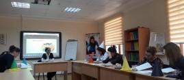 """İbtidai sinif müəllimləri üçün """"Yazılı nitqin inkişafı"""" kursu"""
